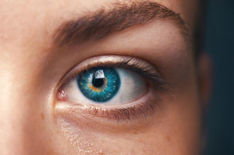 Öga som tittar in i ögat psykoterapi hos psykolog